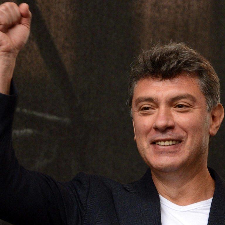 """Boris Nemstov, opositor de Kadyrov, foi executado em praça pública por um """"amigo"""" do kaiser (Foto: Reprodução)"""