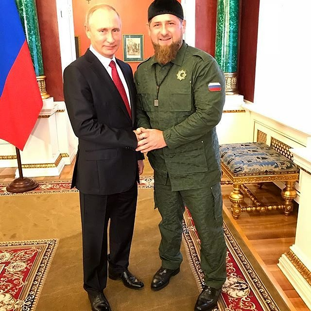 Vladimir Putin e Ramzan Kadyrov - unidos no extermínio contra a população LGBT+ (Foto: Reprodução Instagram)