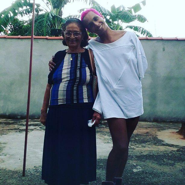 Linn e sua tia, que a criou até os 12 anos no interior de São Paulo (Foto: Instagram | @LinndaQuebrada)