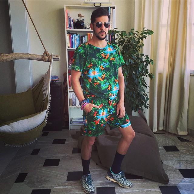 """""""A moda funcionou para eu me libertar dos meus próprios preconceitos e da autoimagem machista que tinha criado para me defender"""", Caio Braz (Foto: Reprodução Instagram"""