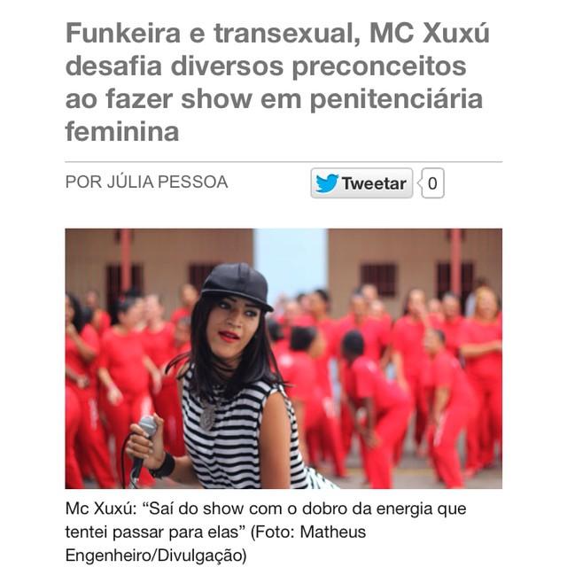 Mc Xuxú em seu show na penitenciária feminina.