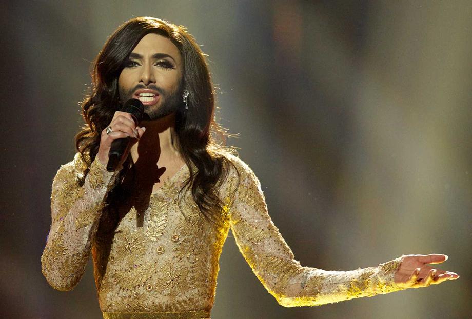 Conchita Wurst é uma drag queen austríaca que chocou o mundo ao se apresentar na Eurovision com barba e vestido (Foto: Reprodução)