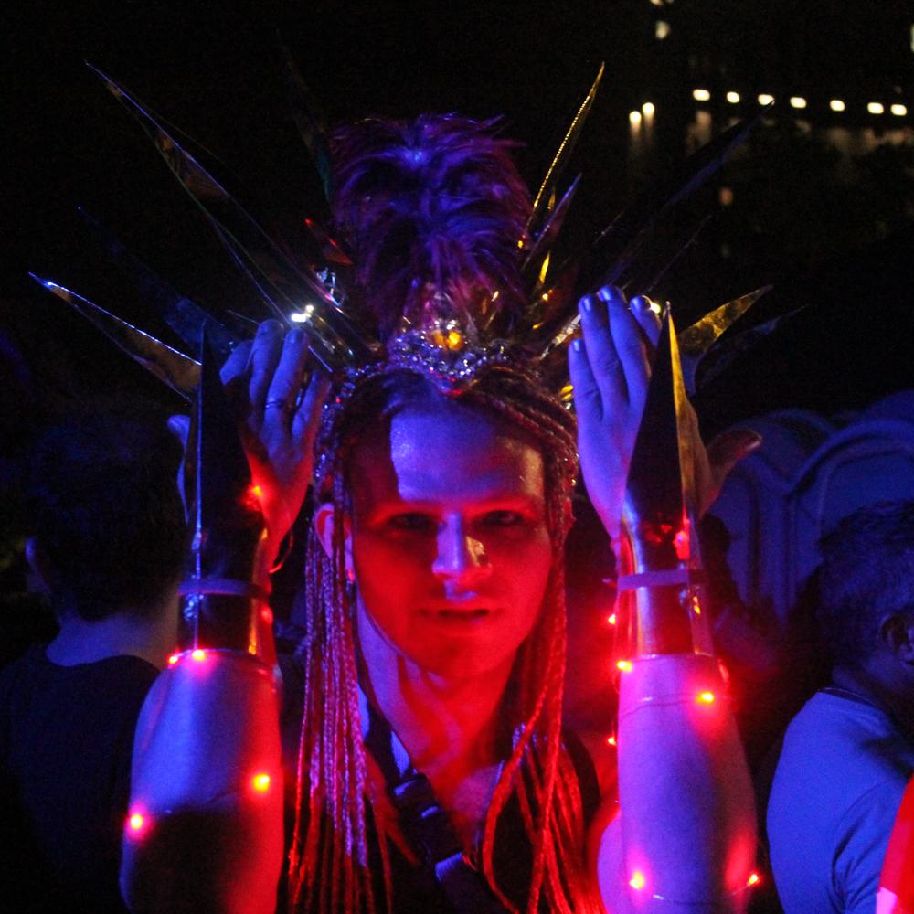 Irreverência, criatividade e muita luz: Minha Luz é de LED é a cara da cena alternativa carioca (Foto: Roberta Clapp)