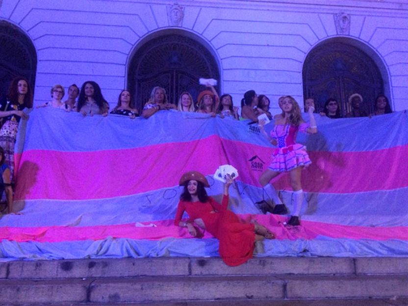Ativistas trans se reúnem em frente à Câmara Municipal do Rio de Janeiro no Dia da Visibilidade Trans (Foto: João Ker | Revista Híbrida)