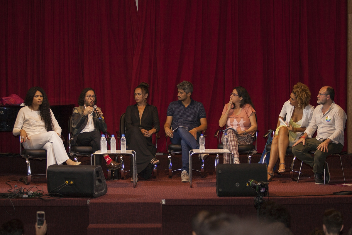 Mesa da qual Marielle Franco participou ao lado de ativistas LGBTs como Jean Wyllys, Bruna Benevides, Jaqueline Jesus e outros (Foto: Ricardo Schmidt | Divulgação)