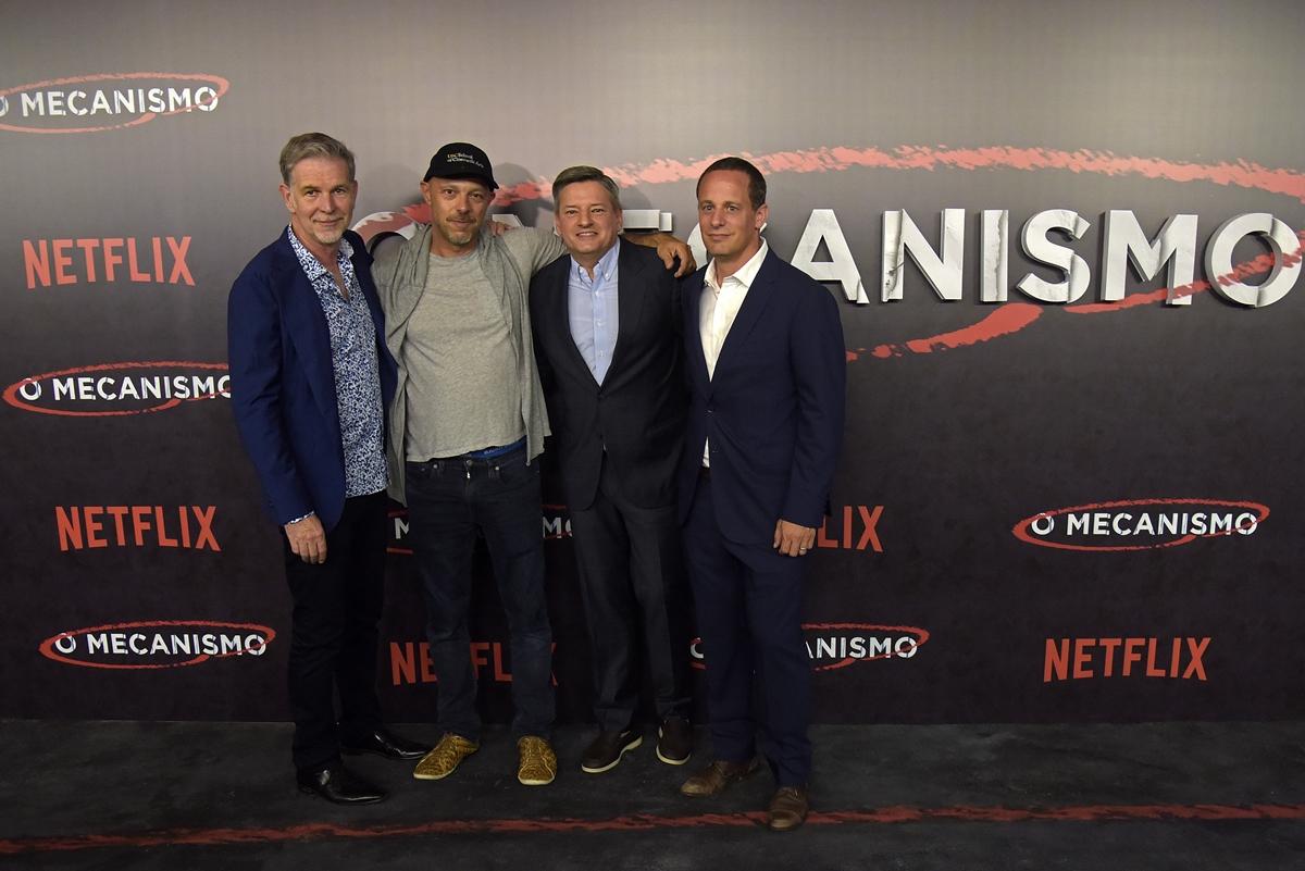 José Padilha com Reed Hastings, CEO da Netflix; Ted Sarandos, Diretor Executivo de Conteúdo; e Erick Barmack, VP de Conteúdo Original Internacional (Foto: Raphael Dias | Netflix)