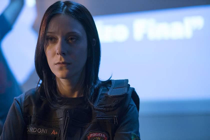 À medida que a trama se desenrola, é Verena Cardoni (Carol Abras) quem assume o protagonismo da investigação (Foto: Divulgação)