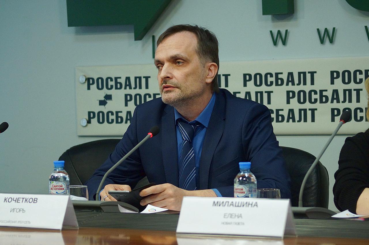 Igor Kochetkov, co-fundador da ONG Russian LGBT Network, durante coletiva de imprensa realizada em Moscou (Foto: Divugação | Russian LGBT Network)