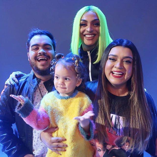 """Preta, o filho Francisco e a neta Sol de Maria serão os primeiros convidados de """"Prazer, Pabllo Vittar"""" (Foto: Reprodução Instagram)"""