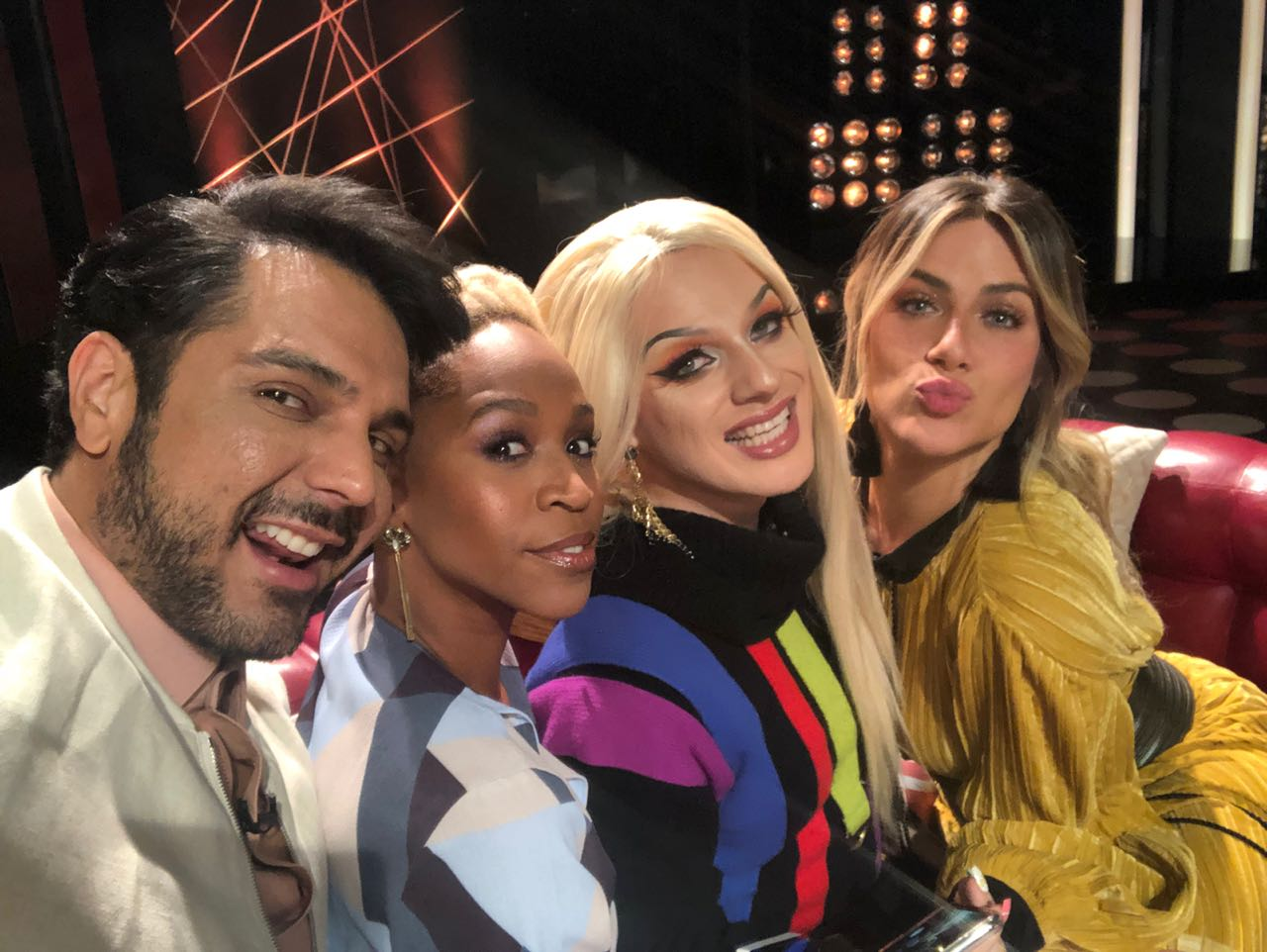 """Renner Souza, Karol Conká, Lorelay Fox e Giovanna Ewbank nos bastidores do """"Superbonita"""" (Foto: Divulgação)"""