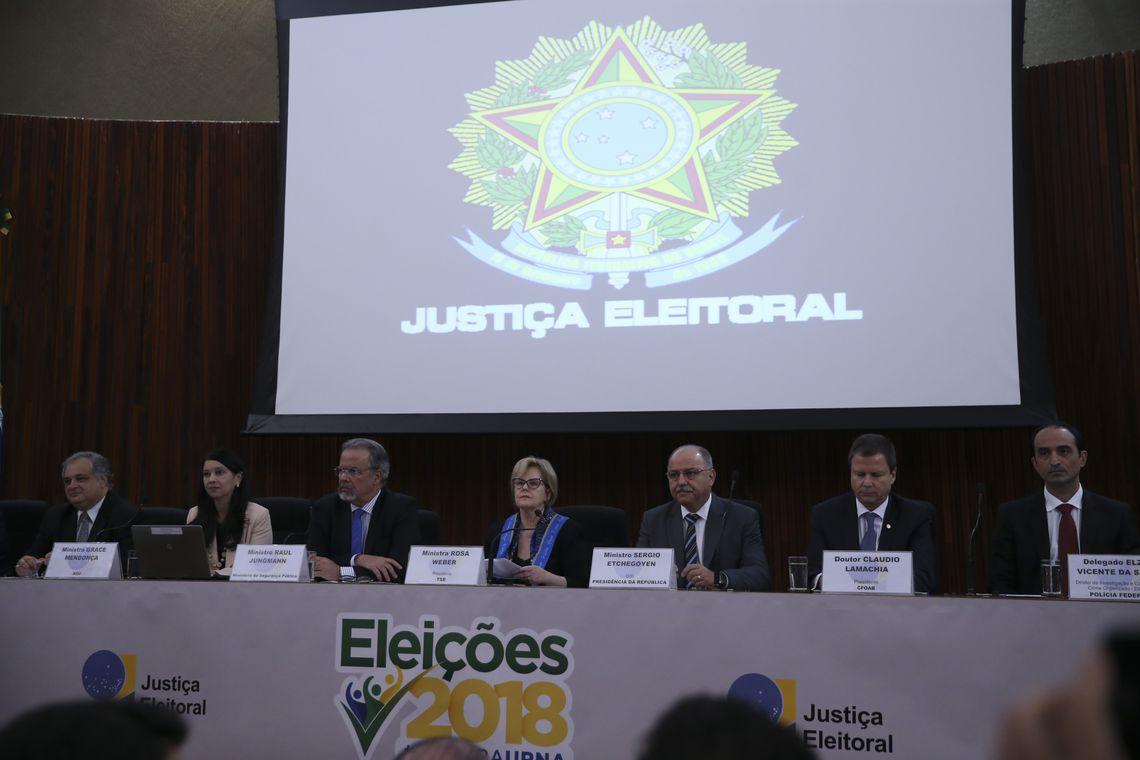 TSE organizou coletiva de imprensa neste domingo, 21, para explicar medidas de combte às fake news nas eleições 2018 (Foto: José Cruz | Agência Brasil)