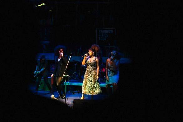 Diego Moraes, Mel e Liniker durante a primeira apresentação da Rainbow Cities Tour (Foto: Divulgação)