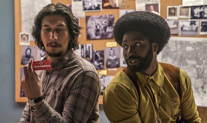 Adam Driver (Flip) e John David Washington (Ron) vvem dupla de policiais que conseguiu se infiltrar na Ku Klux Klan durante os anos 1970 (Foto:: Divulgação)