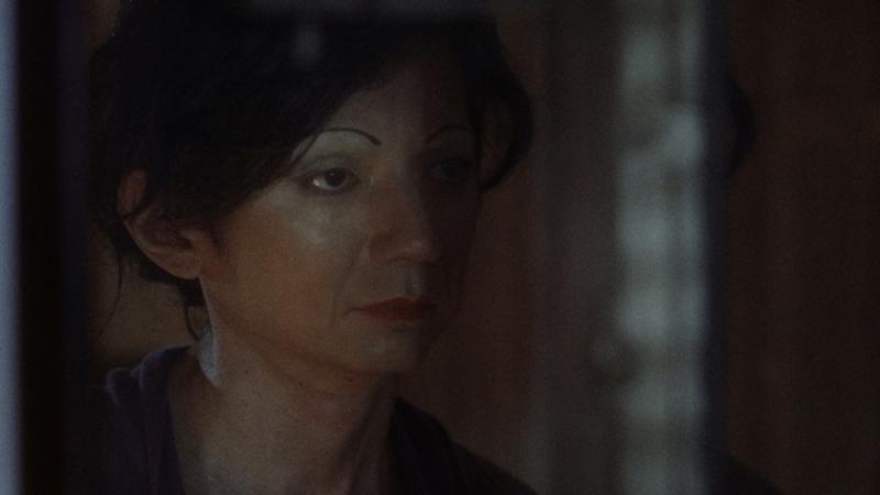 """Yuri Yamamoto como Deusimar, a dona de """"Inferninho"""" (Foto: Reprodução)"""