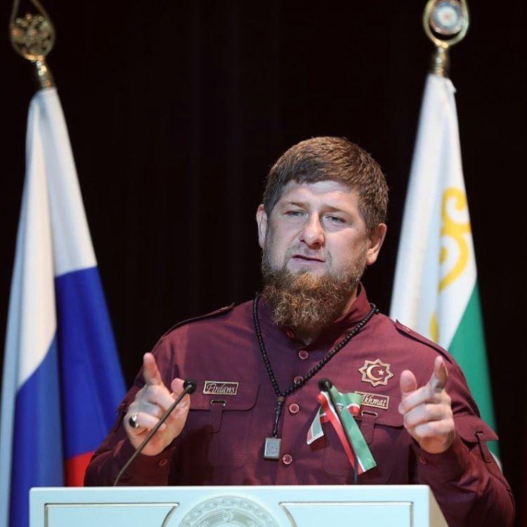 """Ramzam Kadyrov negou negou as acusões de incentivar o """"expurgo anti-gay"""" na Chechênia, alegando que LGBTs sequer existem no país (Foto: Reprodução Instagram)"""