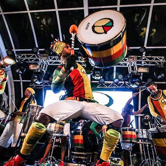 A bateria do Olodum agita o sábado de carnaval em Fortaleza (Foto: Divulgação)