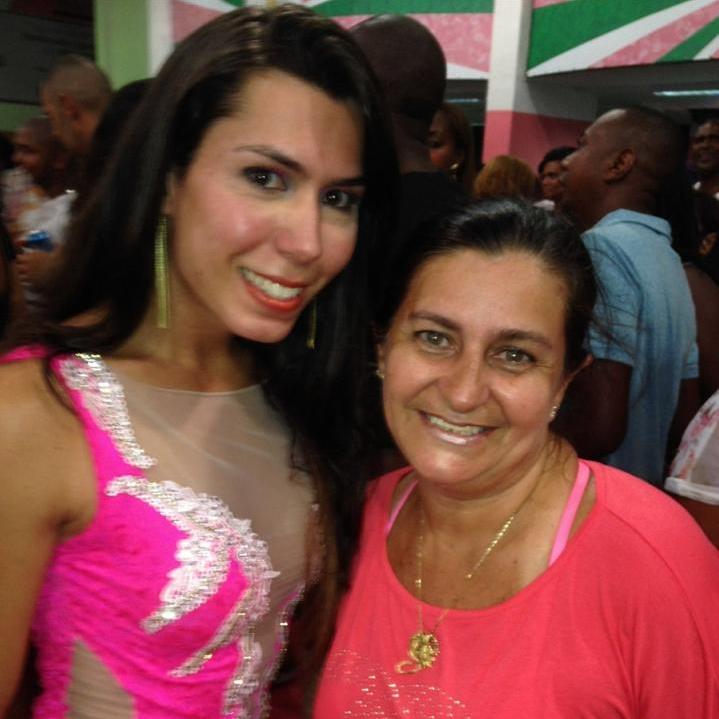 Patrícia e Dona Sônia Lopes, mãe e maior fã da musa (Foto: Arquivo Pessoal)