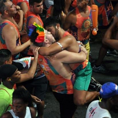 Beco das Cores é destino certo pra quem quer curtir um fervo LGBT no carnaval baiano (Foto: Reprodução Facebook)