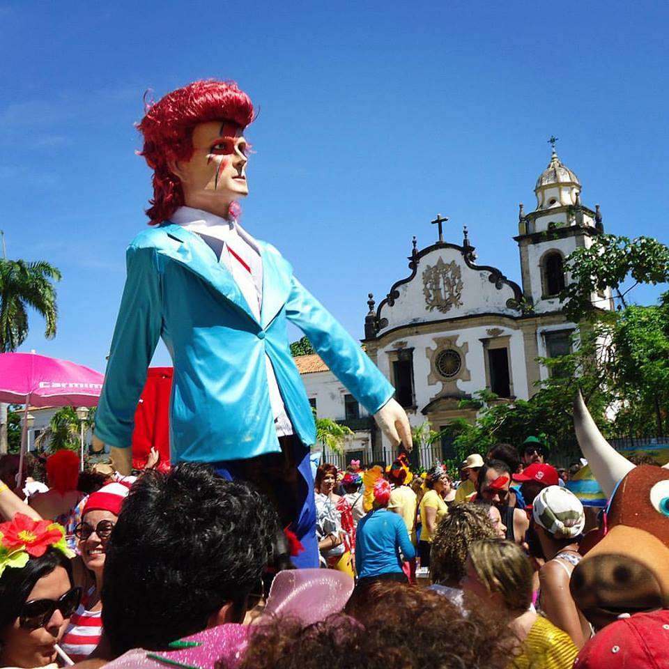 O domingo de carnaval terá dobradinha do pop com Bumba Meu Bowie e Maracadonna (Foto: Juliano da Hora | Reprodução)