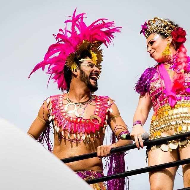 Tradicional no carnaval mineiro, o Então Brilha espalha glitter e desbunde pelo centro de BH (Foto: Livia Rios | Reprodução Facebook)