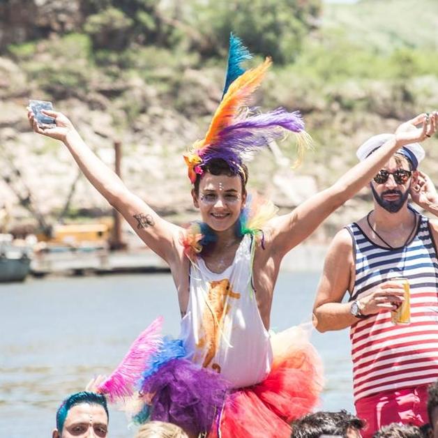 Samba no pé e sorriso no rosto com o Regional da Nair (Foto: Reprodução Facebook)