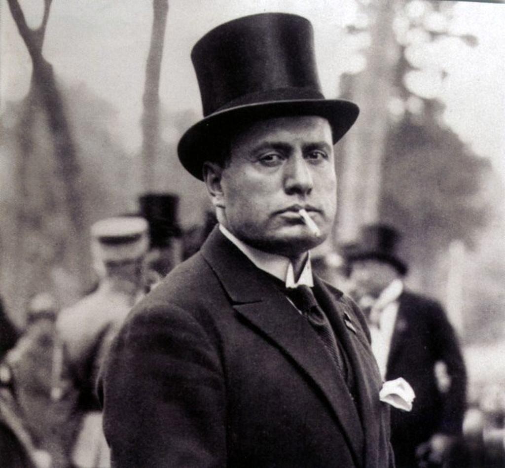 Às vésperas da 2ª Guerra Mundial, Mussolini exilou homossexuais na Ilha de San Domino para purificar a imagem viril da Itália (Foto: Reprodução)