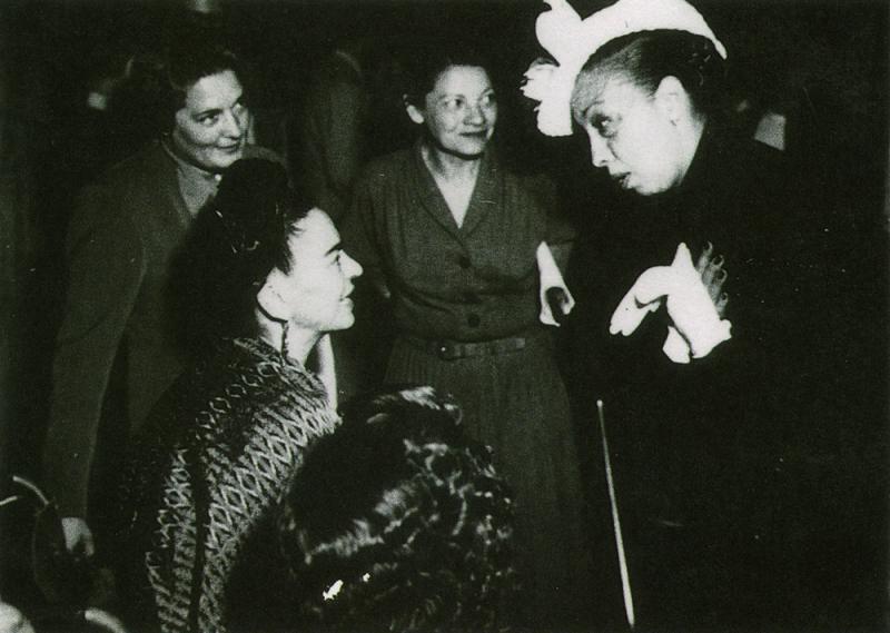 Frida Kahlo e Josephine Baker durante encontro em Paris, em 1939 (Foto: Reprodução)