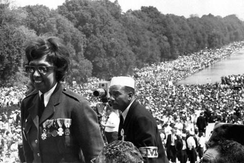 Josephine Baker durante a Marcha de Washington, em 1963, da qual participou a convite de Martin Luther King Jr. (Foto: Reprodução)