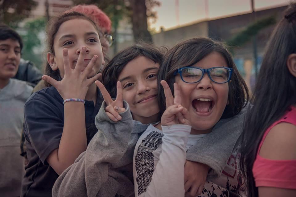 Alunos da Escola Amaranta Gomez, em Santiago, durante celebração de Dia das Crianças (Foto: Reprodução Facebook | Fundação Selenna)