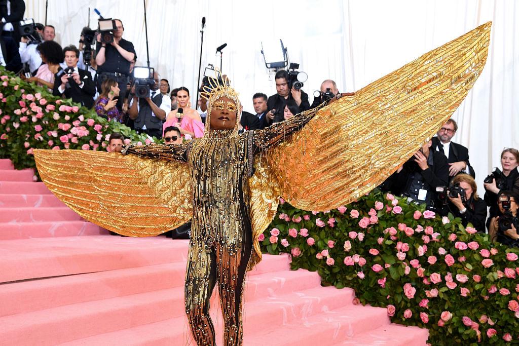 Billy Porter como a deusa Ísis no Baile do MET 2019