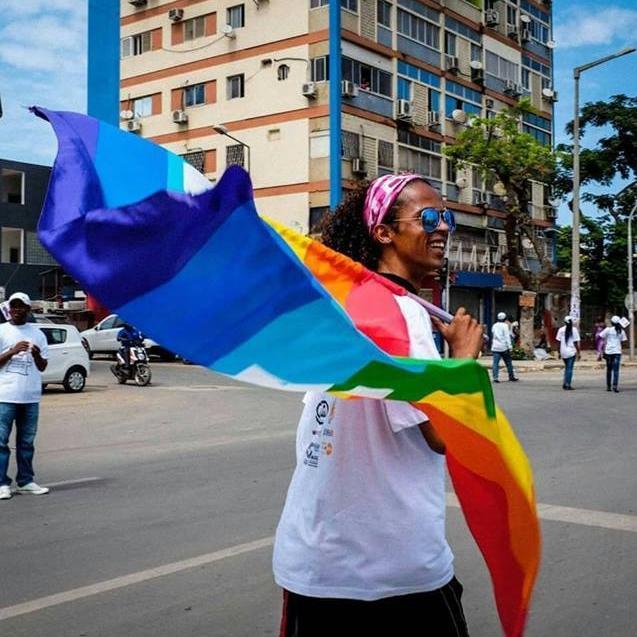 Carlos Fernandes, diretor da Íris Angola, em marcha de 2015 no Dia Mundial da Luta Contra a SIDA (Foto: Reprodução Facebook)