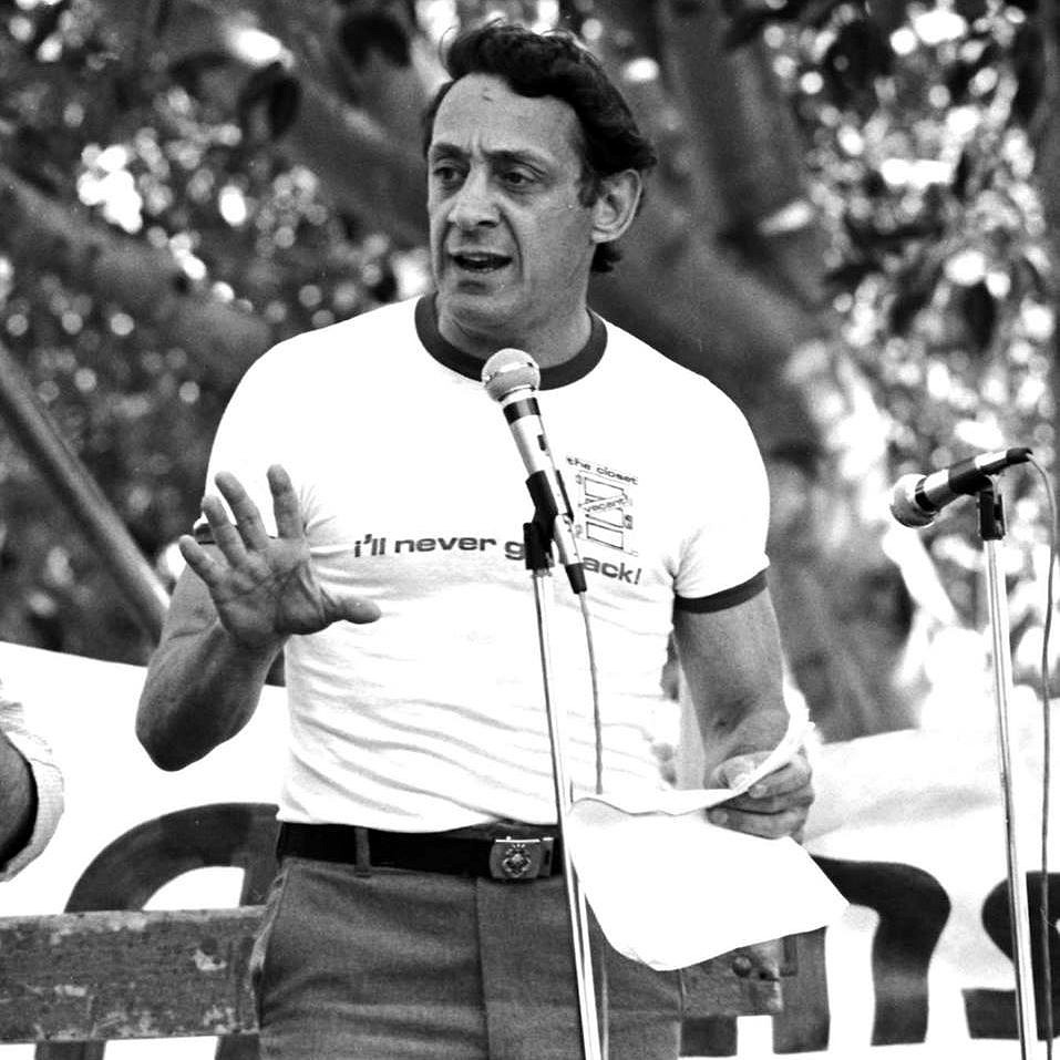 Harvey Milk durante comício em São Francisco (Foto: Reprodução)