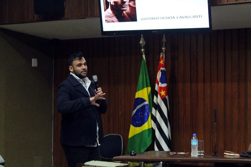 Gyustavo Uchôa durante audiência pública na Alesp para discutir a presença de atletas trans no esporte (Foto: João Ker | Revista Híbrida)