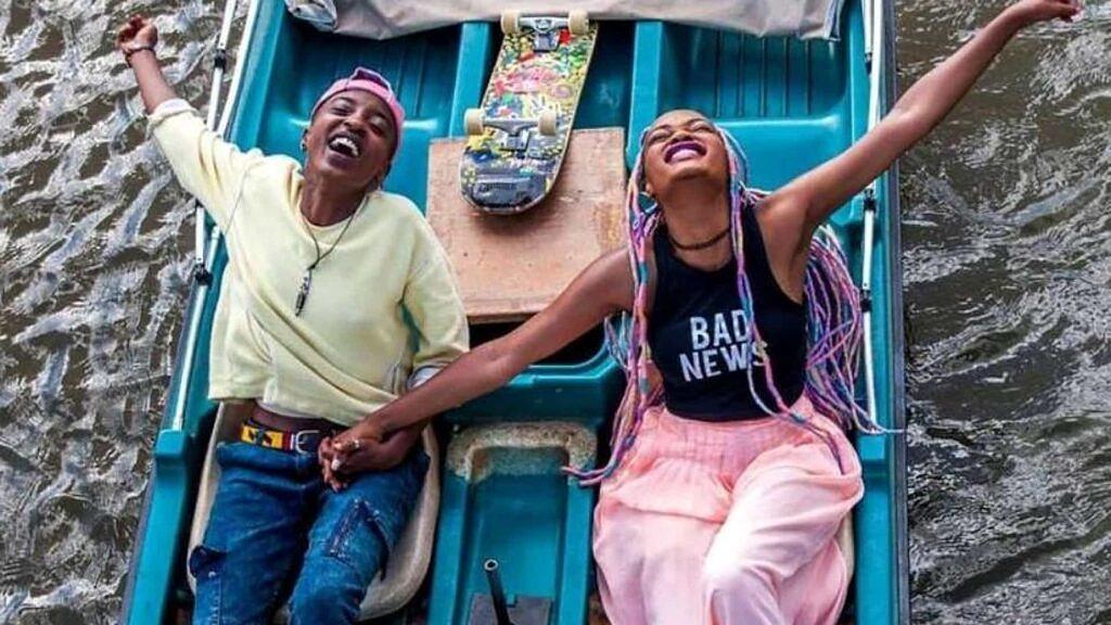 """Com estética afropop, """"Rafiki"""" é estrelado por Samantha Mugatsia e Sheila Munyiva, como Kena e Ziki (Foto: Divulgação)"""