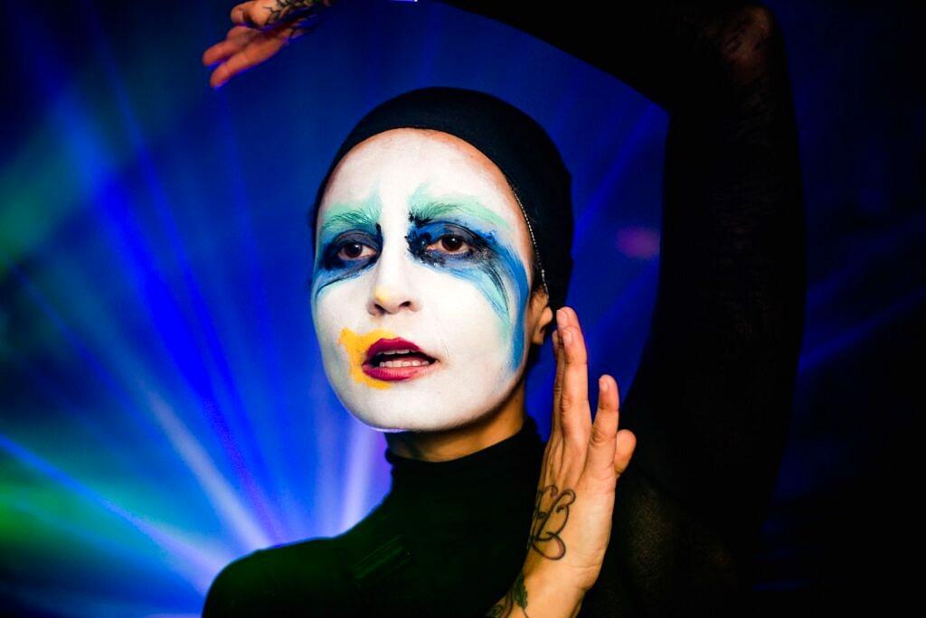 """Momento """"Applause"""" na pista da VDV - Marry The Night do ano passado (Foto: Victor Curi   Reprodução)"""