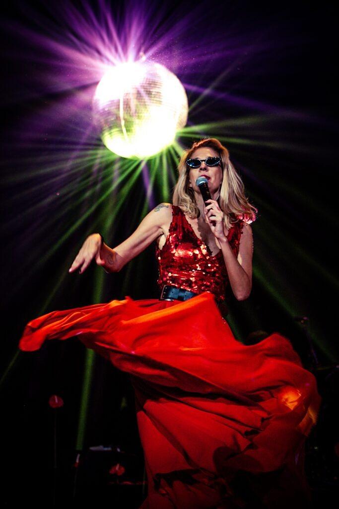 """Letrux durante a apresentação de """"Flerte Revival"""" na gravação do DVD de """"Uma Noite de Climão"""" (Foto: Sillas H)"""