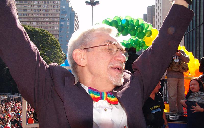 João Silvério Trevisan durante a Parada do Orgulho LGBT de São Paulo, em 2004 (Foto: Pedro Stephan | Arquivo Pessoal)