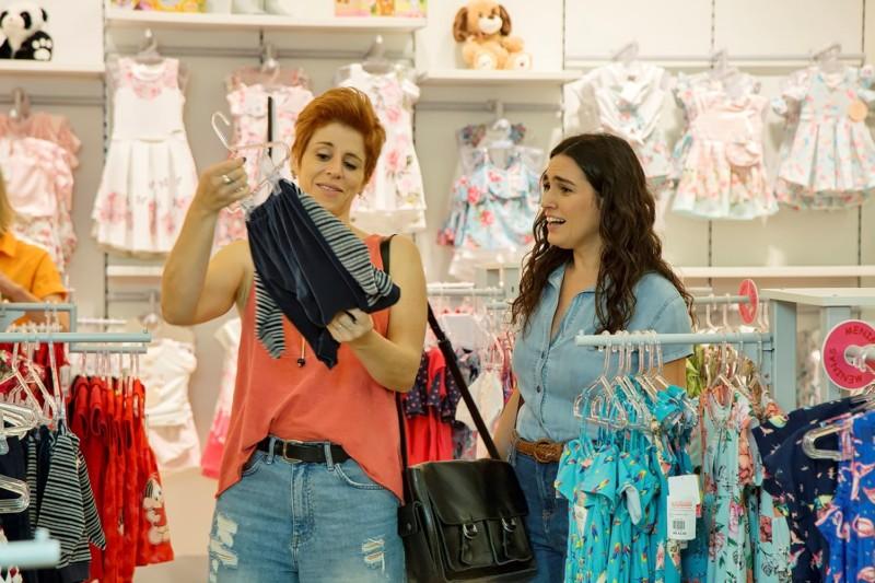 """Em """"Aos nosso filhos"""", Vanessa (Marta Nóbrega) e Tânia (Laura Castro) são um casal lésbico prestes a ter seu primeiro filho"""