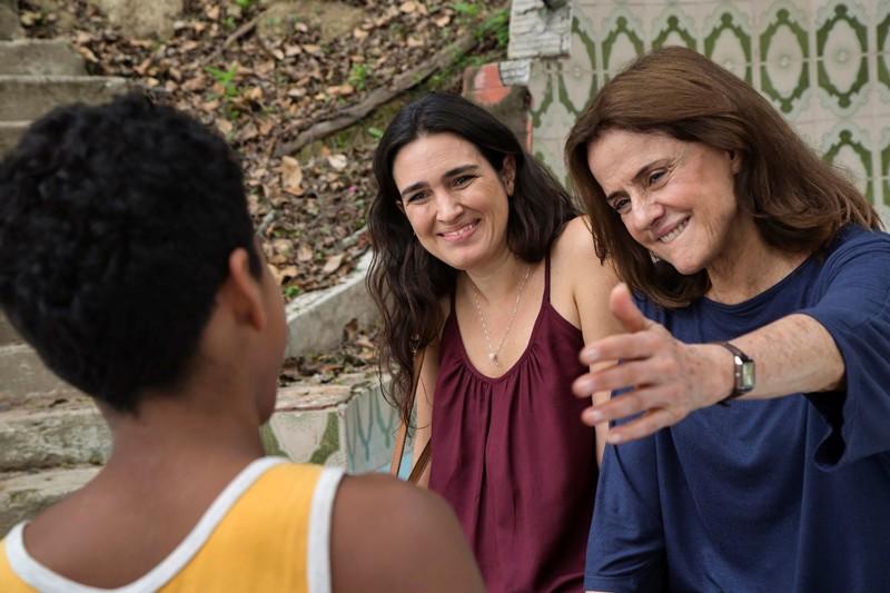 """""""Aos nossos filhos"""", com Laura Castro e Marieta Severo, mostra as contradições do progressismo burguês"""