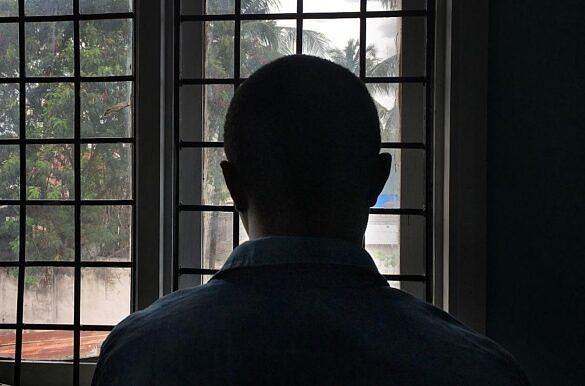 TANZÂNIA: Homem gay soropositivo fotografado em uma clínica de Dar es Salaam, em 2016 (Foto: Kevin Sieff | Getty)