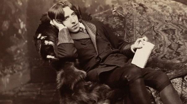 Após sua condenação, obras de Oscar Wilde foram editadas para subtrair possíveis códigos queer (Foto: Reprodução)