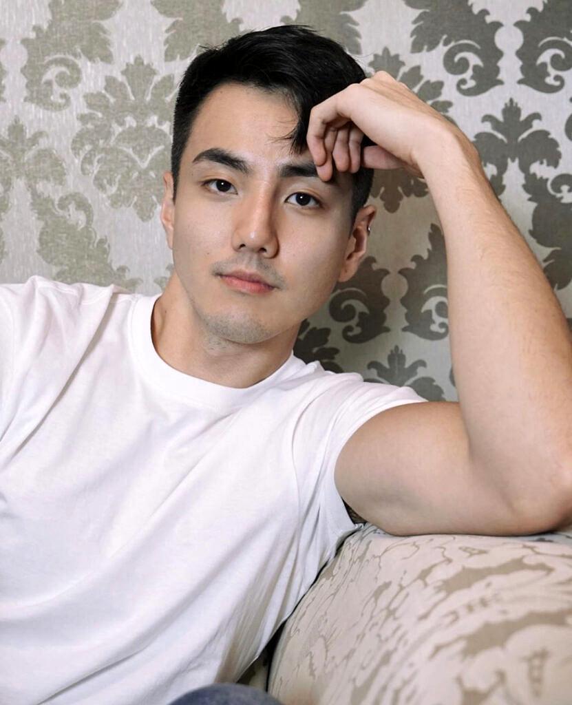 """Victor Han: """"Tentei pertencer à branquitude imposta pela sociedade e, ao mesmo tempo, agradar a comunidade coreana"""" (Foto: Arquivo Pessoal)"""