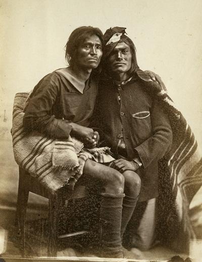 Casal de indígenas norte-americanos dois-espíritos do povo Navajo (Foto: Reprodução)