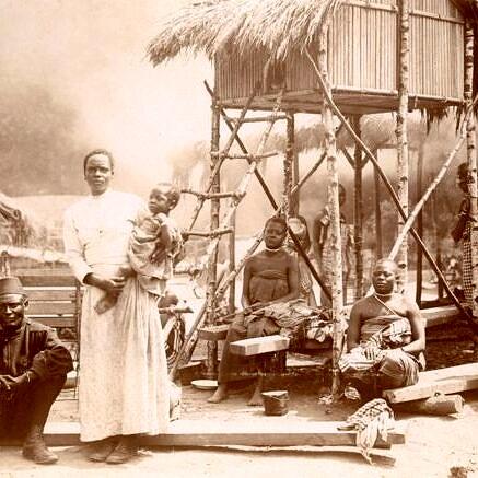 Família de congoleses escravizados e traficados para a Bélgica, onde foram expostos em um zoológico, em 1897 (Foto: RMCA TERVUREN; A. GAUTIER)