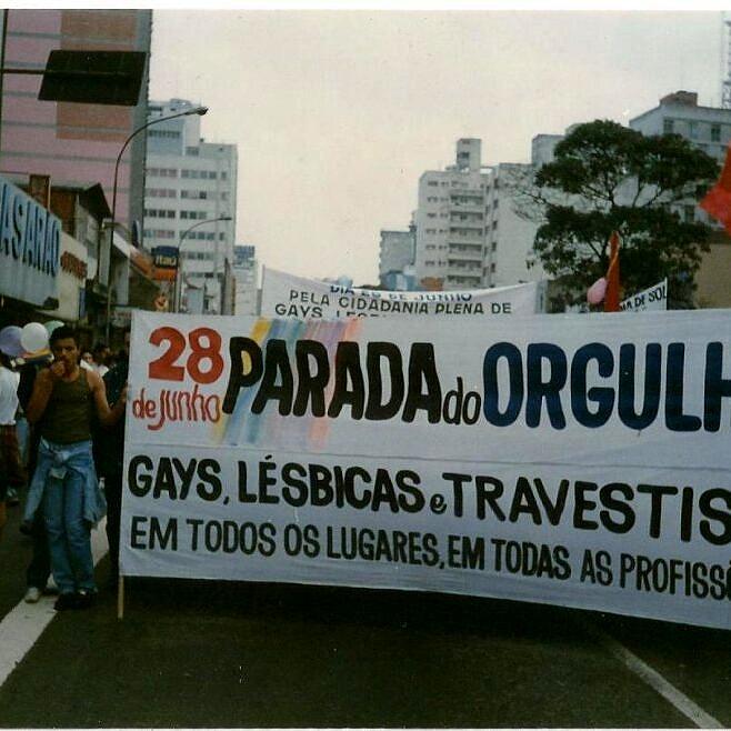 """O tema da 1ª Parada do Orgulho GLT foi """"Somos muitos, estamos em todas as profissões"""" (Foto: Reprodução)"""