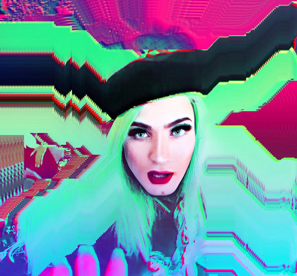 Aretuza Lovi fotografada para Revista Híbrida (clique para ler a entrevista)