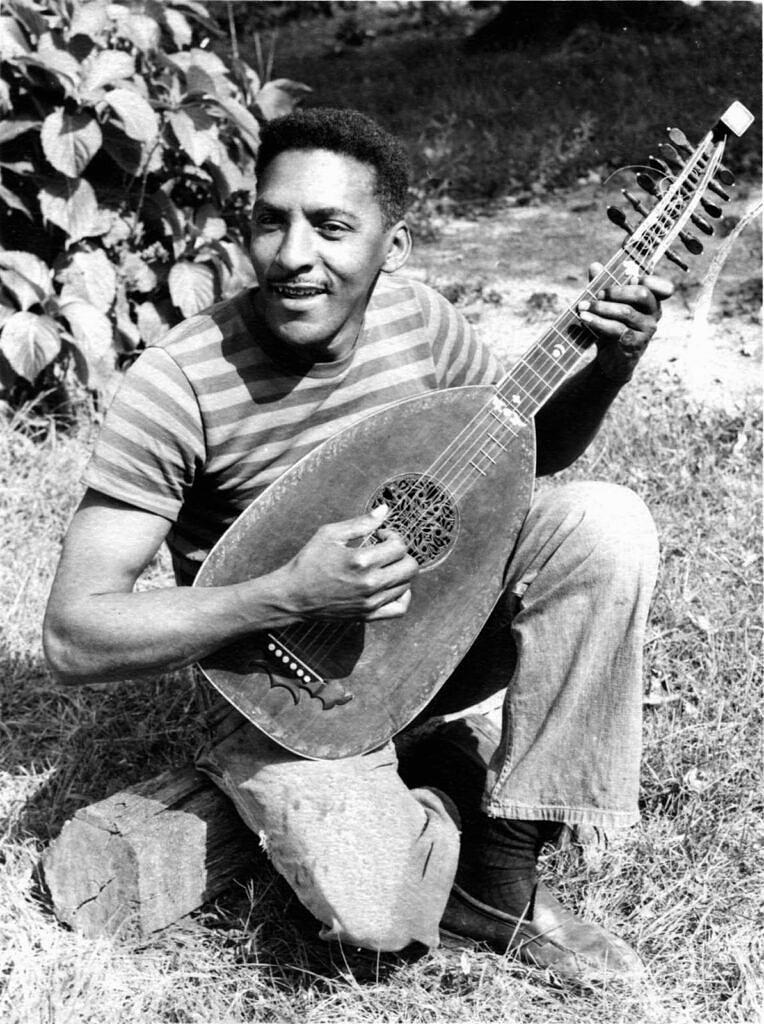 Bayard Rustin fotografado no final da década de 1940 (Foto: Cortesia do Estado de Bayard Rustin | Reprodução)