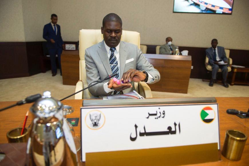 Nasredeen Abdulbari, novo ministro da Justiça sudanês (Foto: Reprodução)