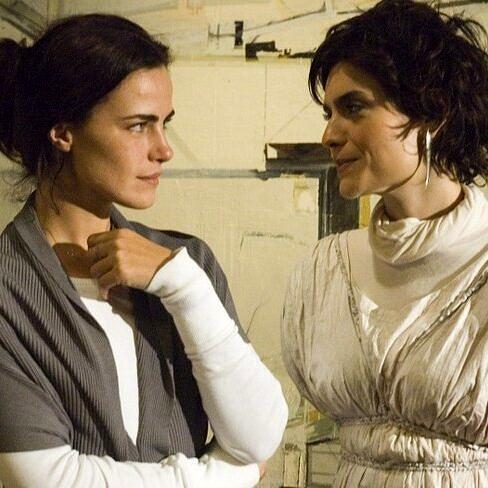 """Ana Paula Arósio e Arieta Correa em cena de """"Como esquecer"""" (Foto: Reprodução)"""