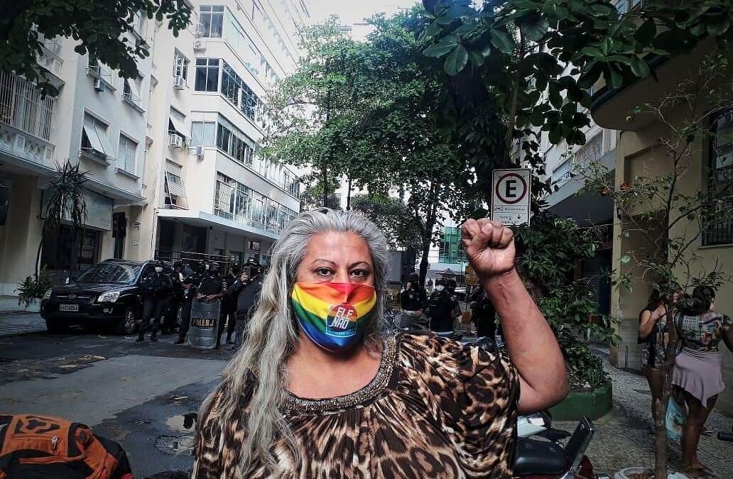 Casa Nem sofre ação de despejo e moradores vão para escola em Copacabana